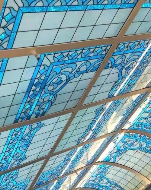 彩色玻璃穹顶屋