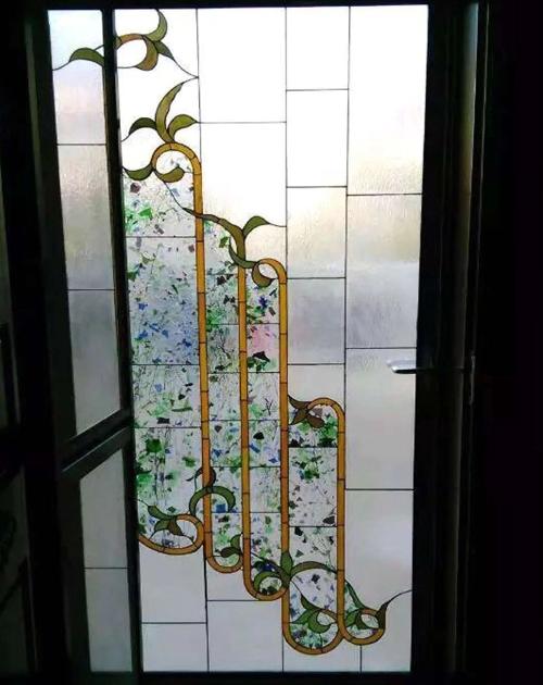 屋内彩色玻璃